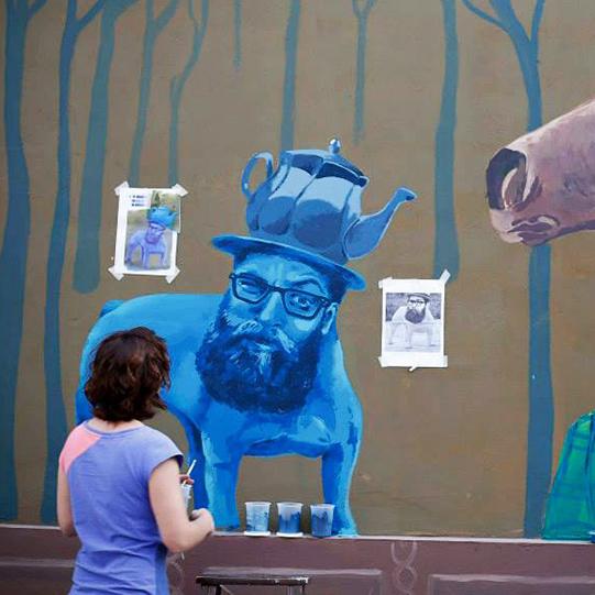 ana-patitu-mural-pintando